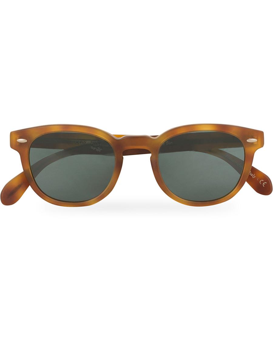 Det Los Angeles-baserade varumärket Oliver Peoples har sedan starten 1987  fokuserat på att tillverka glasögon och solglasögon i retromodeller vilket  idag ... 20a11b4d12707
