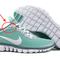 Har du alltid undrat vad det extra hålet i skorna är till för?