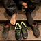 Han har hittills skänkt 7000 par sneakers till hemlösa
