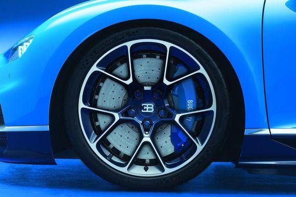 Bugatti-Chiron-10.jpg