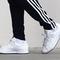 Salong Betong släpper sneakers – så här ser de ut