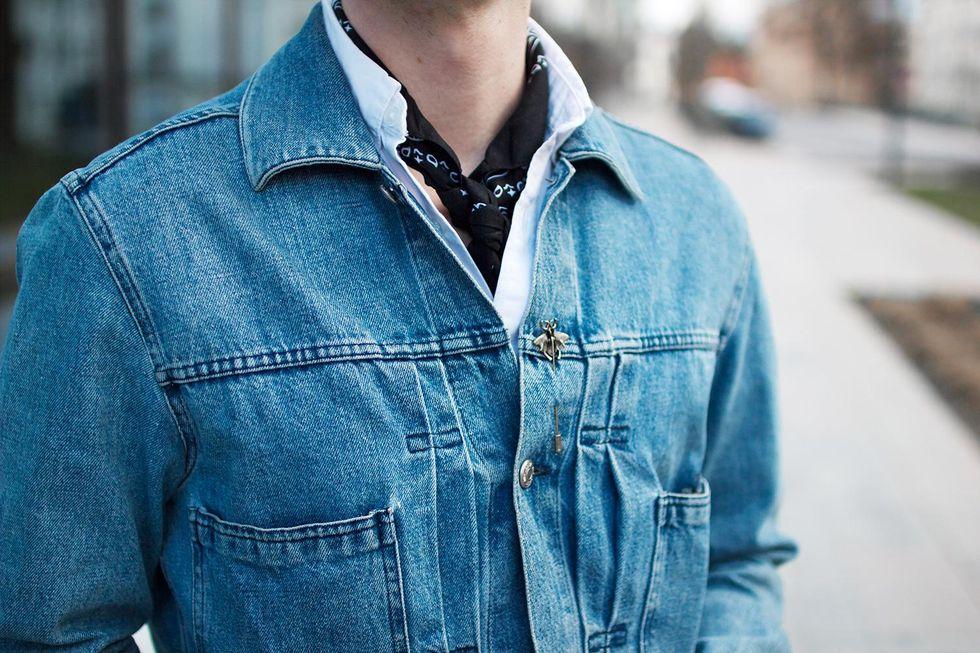 jeansjacka och pinnål.jpg