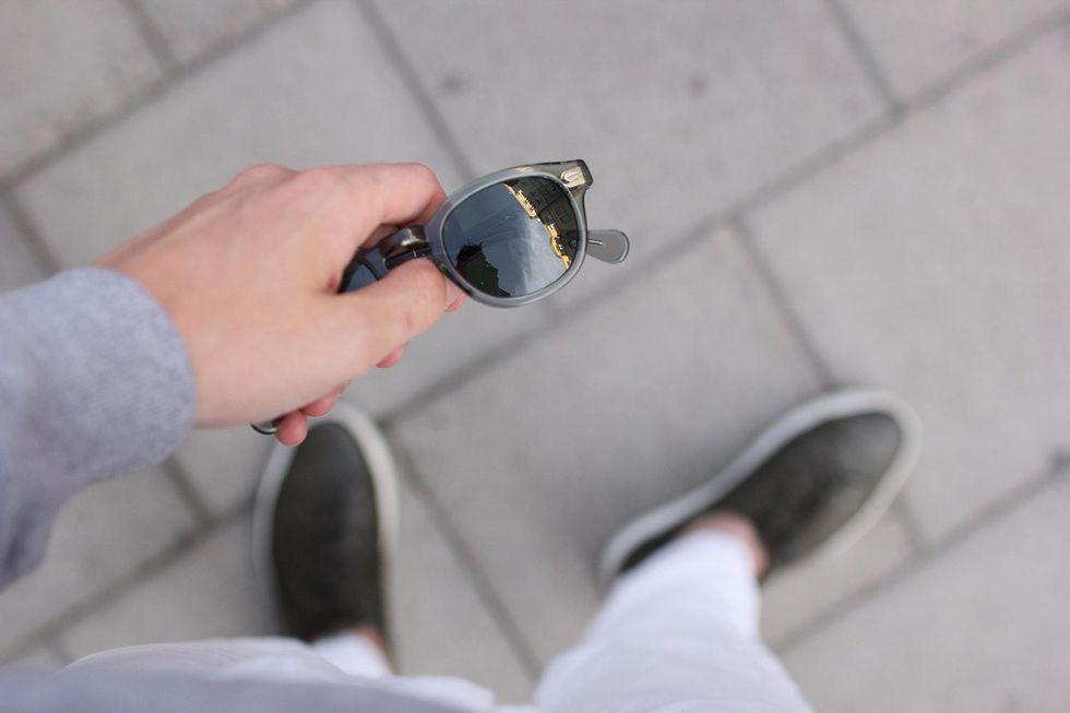 solglasögon Moscot vita jeans sneakers Tobias Sikström.jpg