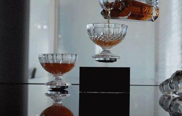 Nu kan du snart dricka din whiskey med stil – ur svävande glas