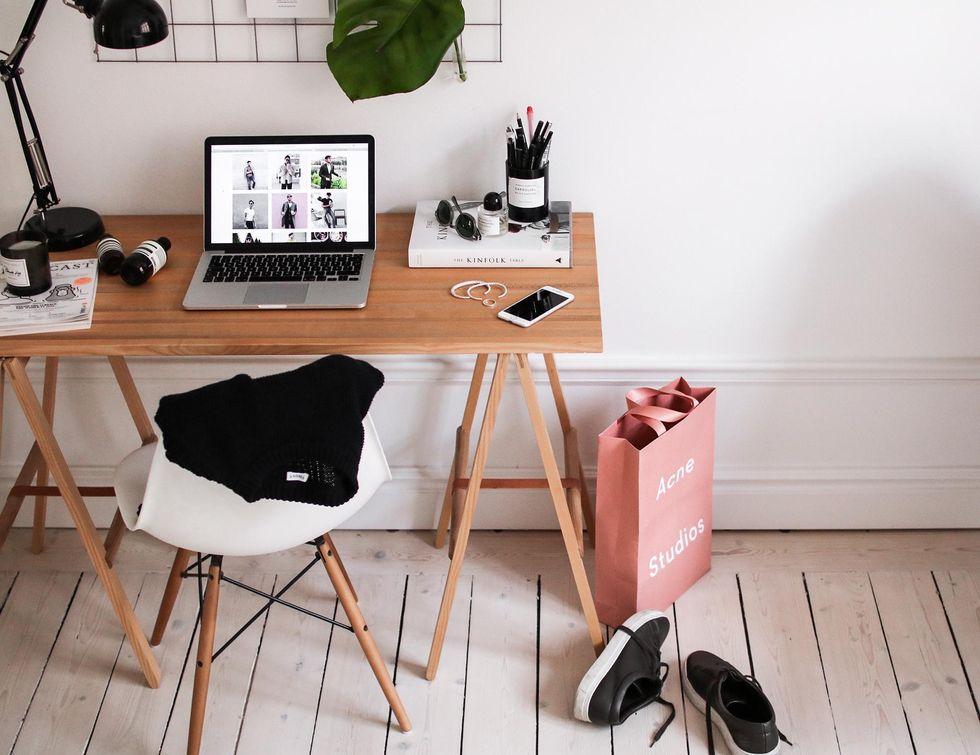skrivbord work desk.jpg