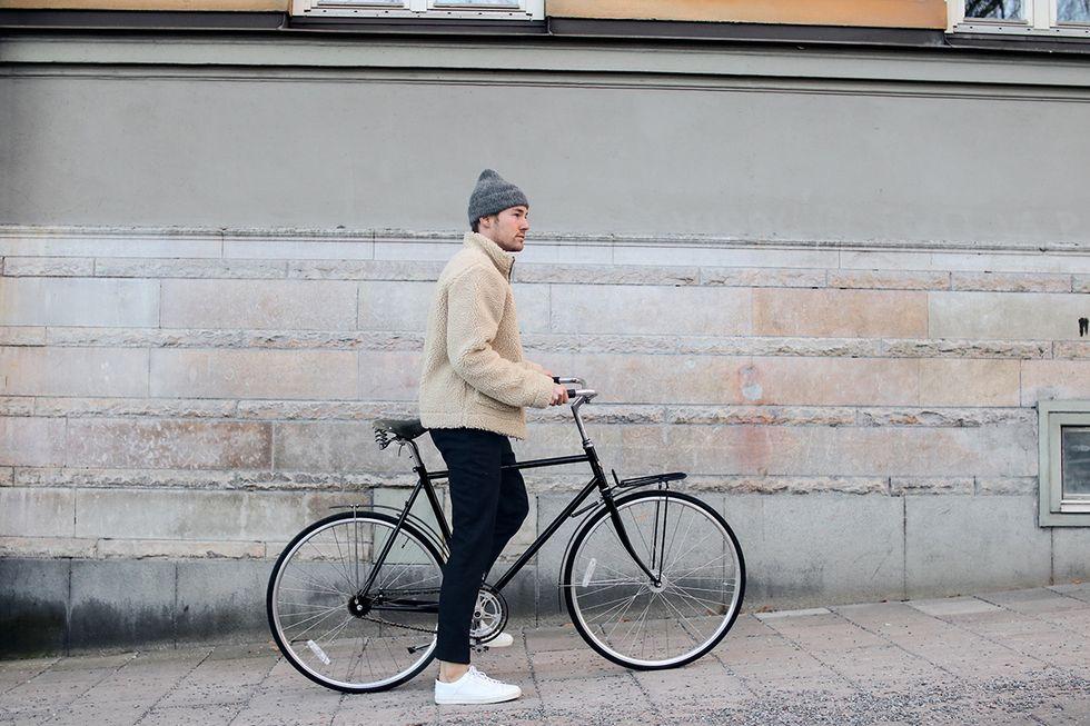 Cykel och fleecejacka i Stockholm.jpg