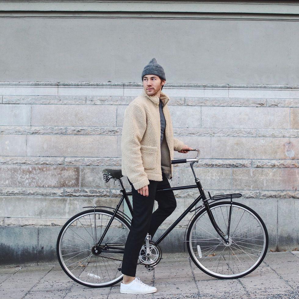 Fleecejacka beige och cykel blogg.jpg